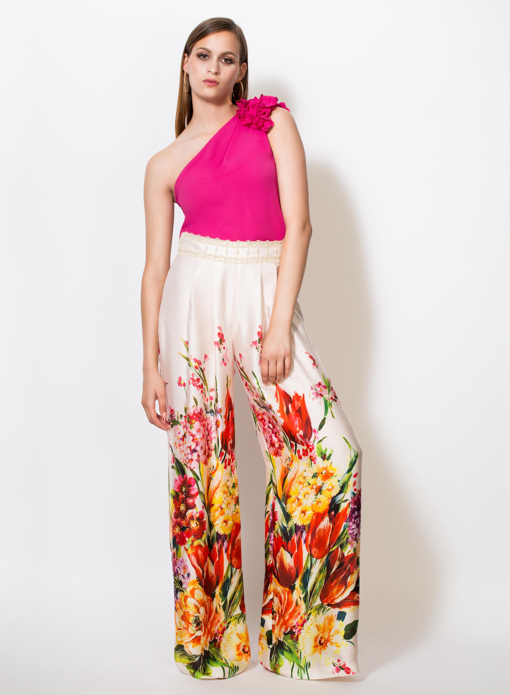 4f8e2bd123 Arrancamos con este modelo de pantalón con estampado floral