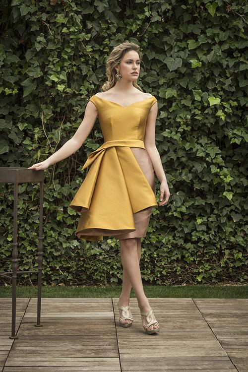b829b1363 Este vestido tiene un color tornasolado y encaja perfectamente en estas  citas de las que hoy hablamos. El largo hasta la rodilla