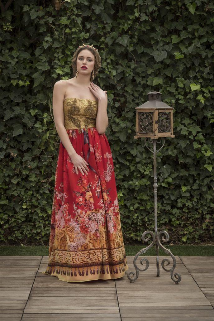 vestido largo con estampado dorado