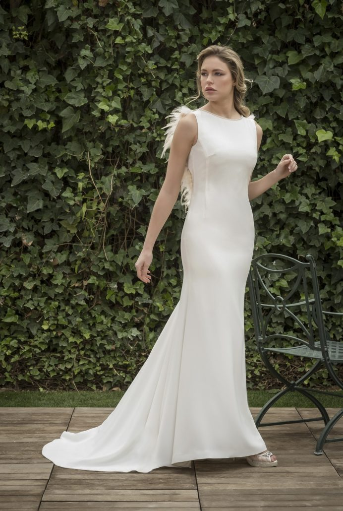 vestido novia con cola pequeña