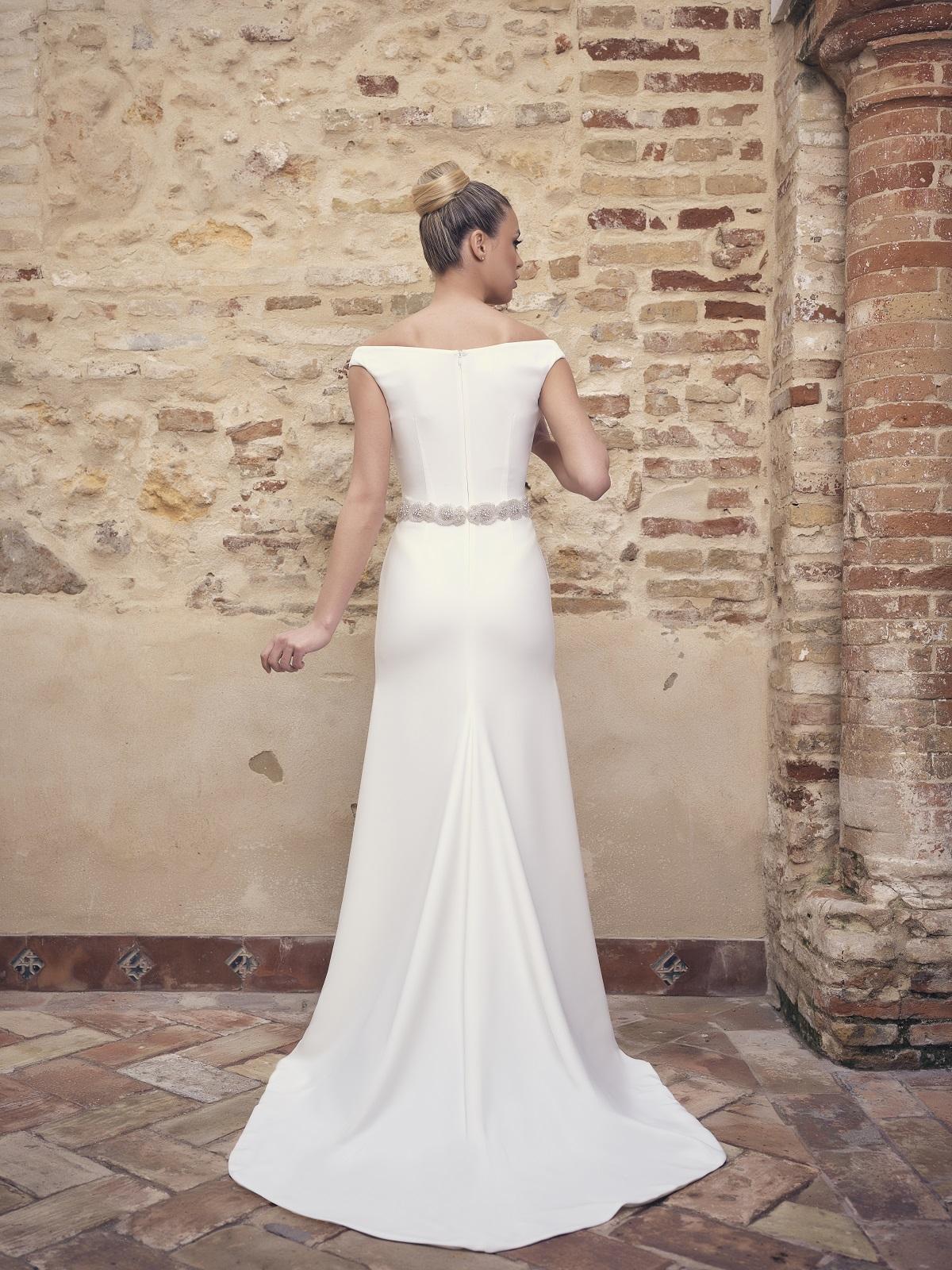 Vestido de novia sencillo con cinturón