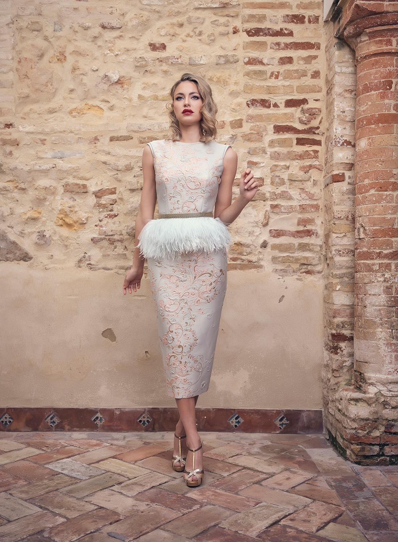 Vestido cóctel con plumas Couture 2020