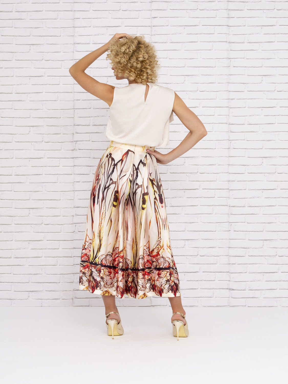 Conjunto de vestir con falda estampada en colores tierra verano 2020