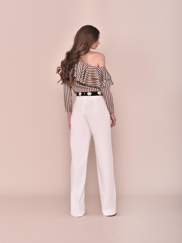 Conjunto pantalón blanco con top de volantes a un hombro 2020 comunión style
