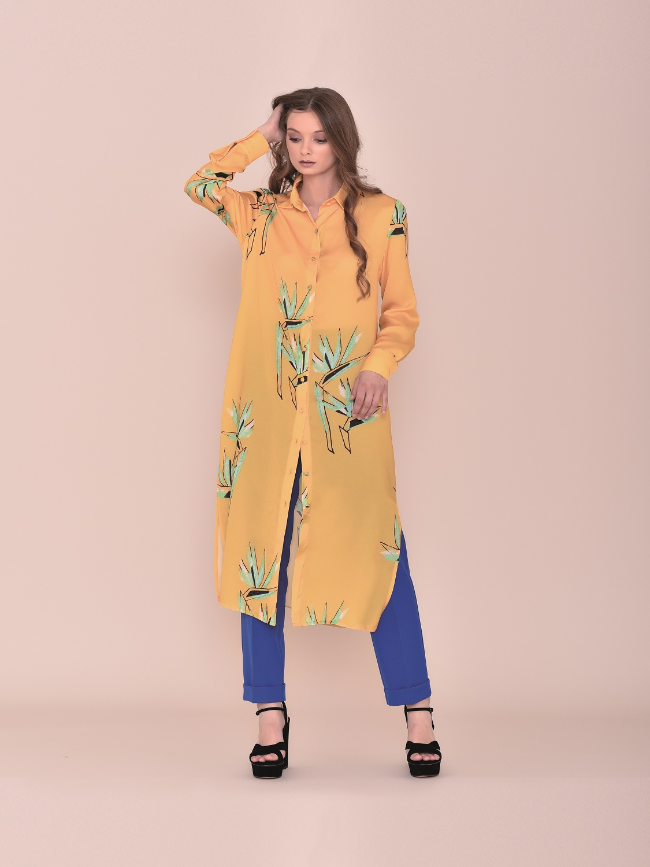 Conjunto pantalón con camisa larga color mostaza primavera