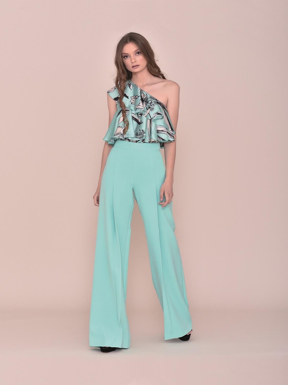 Conjunto pantalón en turquesa con top floral verano