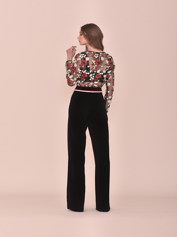 Conjunto pantalón fiesta negro con top de transparencias con detalles florales 2020