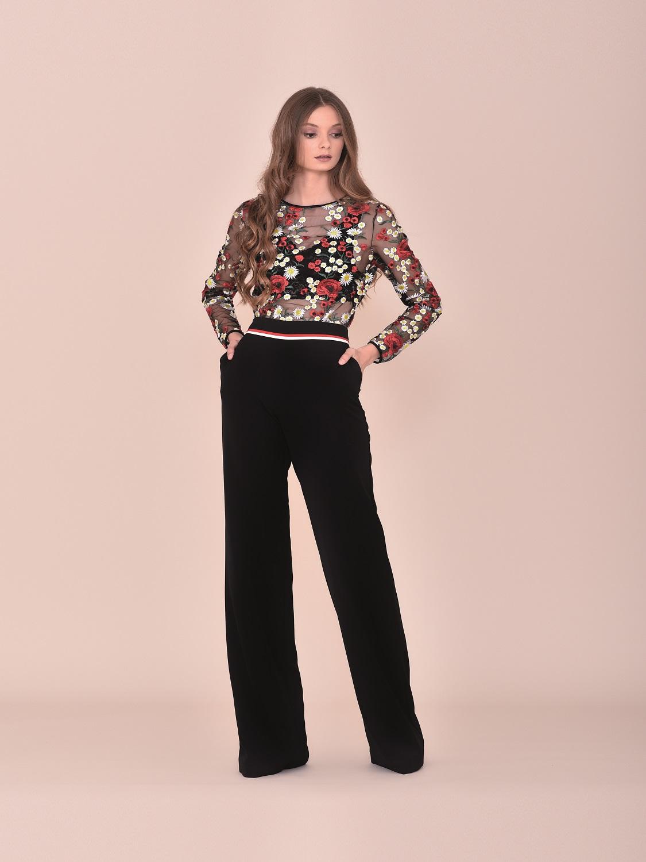Conjunto pantalón fiesta negro con top de transparencias con detalles florales