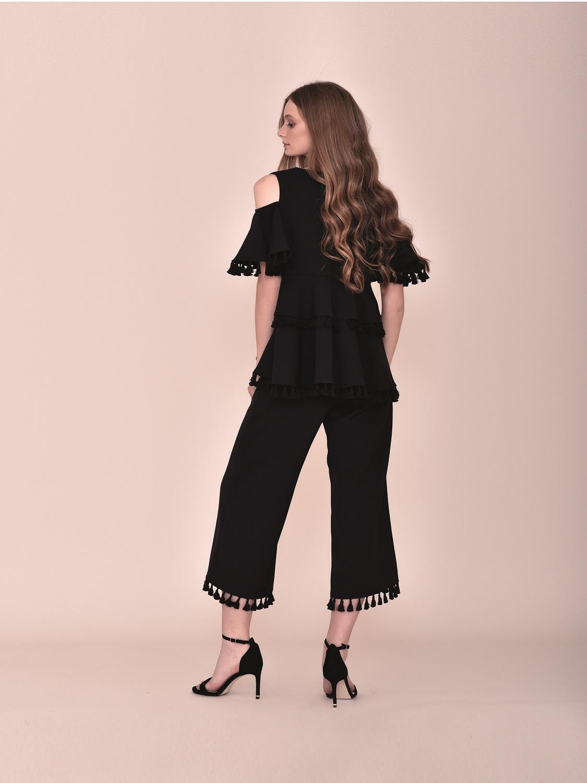 Conjunto pantalón negro con top con volantes con detalles madroños fiesta 2020 verano
