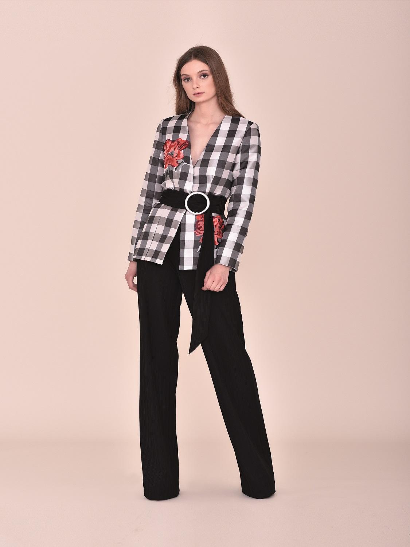 Conjunto pantalón y chaqueta de cuadros negros con cinturón comunión 2020