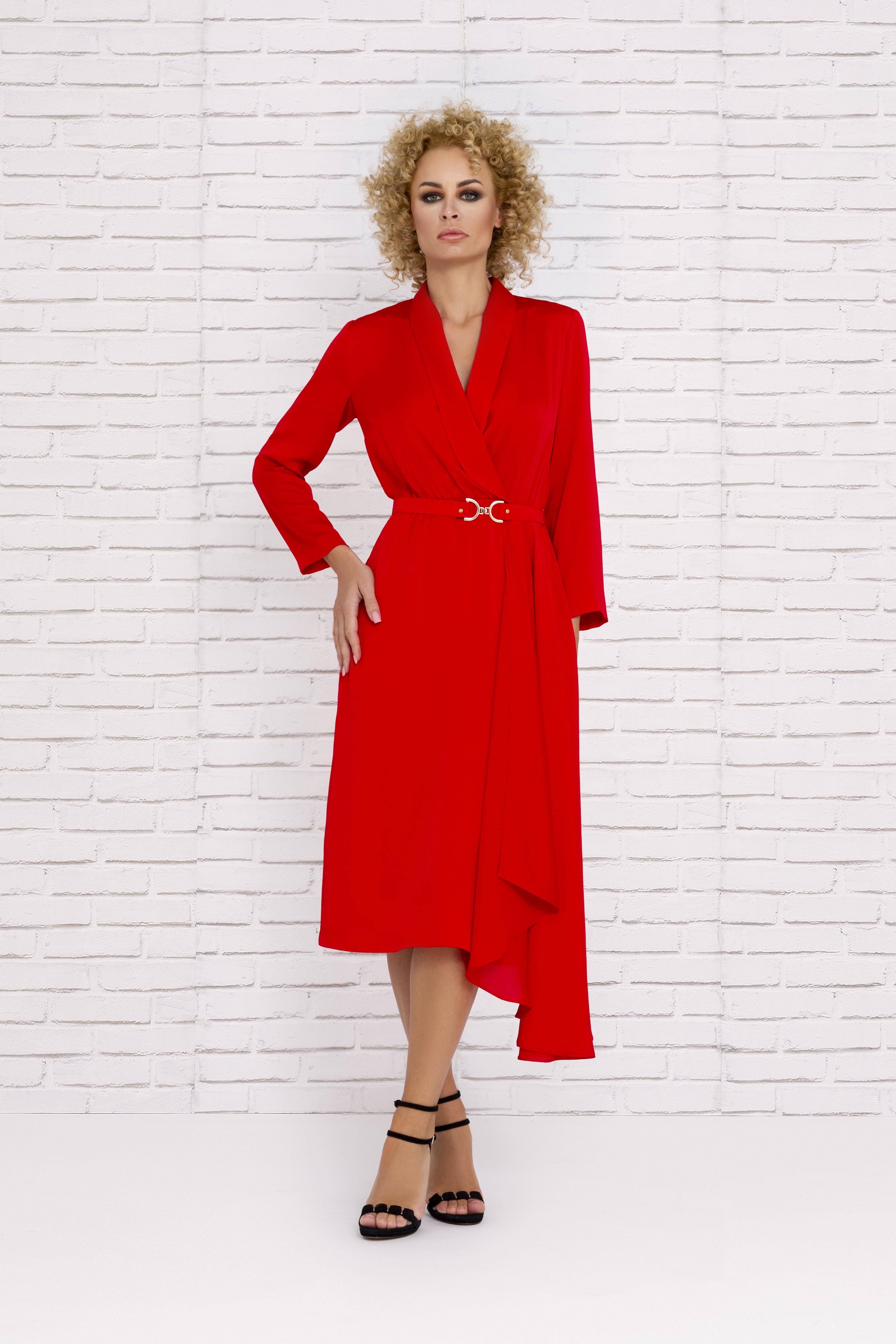 Vestido rojo de fiesta con corte asimétrico y mangas