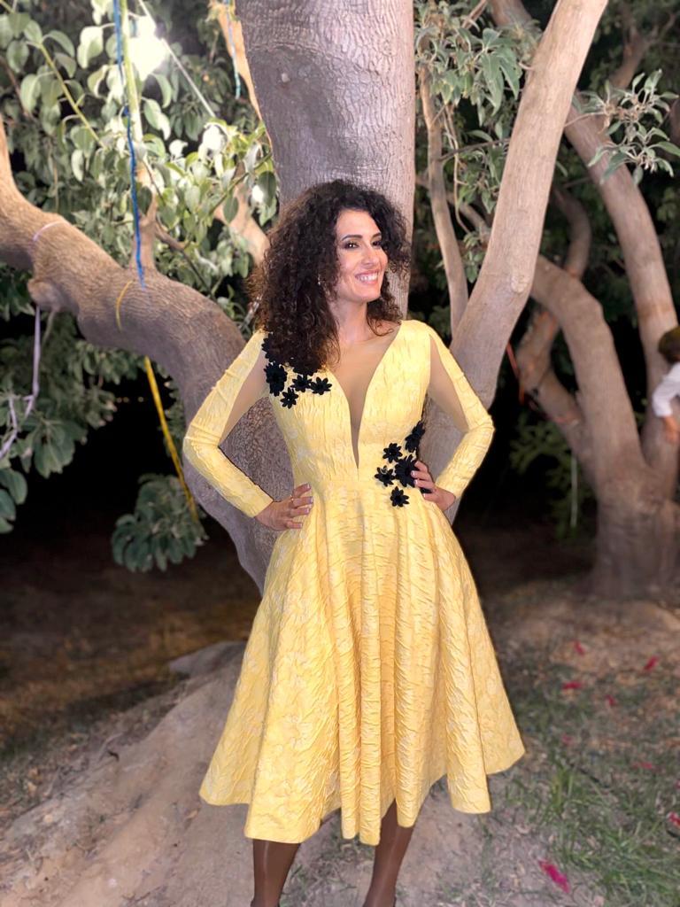 Vestido amarillo brocado
